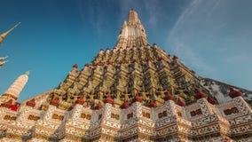 Van de de tempeldecoratie van zonsondergang wat arun beroemde Bangkok de tijdtijdspanne Thailand 4k stock videobeelden