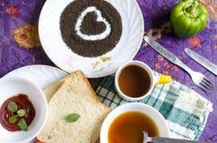 Van de de thee groentesoep van het liefde gezond ontbijt het broodcapsicum Stock Fotografie