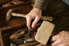 Van de de timmermanshand van Craftman de hulpmiddelenkunstenaar Stock Afbeeldingen