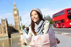 Van de de toeristenvrouw van reislonden de holdingskaart Royalty-vrije Stock Fotografie