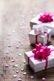 Van de de vakantieliefde van de valentijnskaartendag de achtergrond van de giftdozen Stock Afbeeldingen