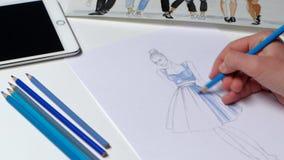 Van de de vervenschets van ontwerpermanier gestormde bewegingen de jeugdkleding in blauw Sluit omhoog stock footage