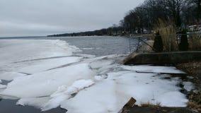 Van de de vijver lakefront winter van het ijsmeer de dalingsseizoen Stock Foto