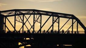 Van de de Voetbrug van Nashville de Mensenkruis om Country muziektoekenning te zien stock footage