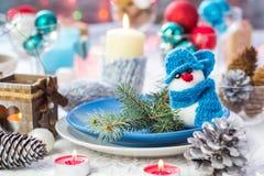 Van de de vooravondlijst van Kerstmis de feestelijke Kerstmis sneeuwman van het de raads plaatsende Nieuwjaar Stock Foto's