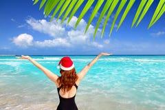 Van de de vrouwentoerist van de kerstman Kerstmis Caraïbische vakantie Stock Afbeeldingen