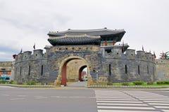 """Van de de Werelderfenis van Unesco van Korea de Poort van de de Plaatsen†""""Hwaseong Vesting Stock Foto"""