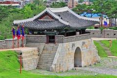 """Van de de Werelderfenis van Unesco van Korea de Poort van de de Plaatsen†""""Hwaseong Vesting Royalty-vrije Stock Afbeeldingen"""