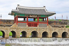 """Van de de Werelderfenis van Unesco van Korea van de de Plaatsen†""""Hwaseong Vesting het Waterpoort Royalty-vrije Stock Afbeeldingen"""