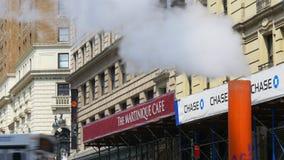 Van de de zomerdag van New York van de de straatrook van Manhattan de pijp de dichte omhooggaande 4k V.S. stock footage