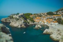 Van de Dubrovnikbaai en stad kust royalty-vrije stock foto