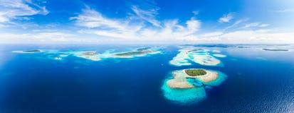 Van de Eilandensumatra van satellietbeeldbanyak de tropische archipel Indonesië, Aceh, strand van het koraalrif het witte zand Ho stock fotografie