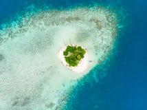 Van de Eilandensumatra van satellietbeeldbanyak de tropische archipel Indonesië, Aceh, strand van het koraalrif het witte zand Ho stock foto