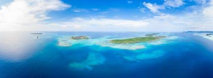 Van de Eilandensumatra van satellietbeeldbanyak de tropische archipel Indonesië, Aceh, strand van het koraalrif het witte zand Ho royalty-vrije stock foto