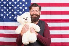 Van de de greepteddybeer van mensen gebaarde hipster Amerikaanse de vlagachtergrond Kinderverzorging Nog kinderachtig 4 van Juli  royalty-vrije stock fotografie