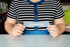 Van de de handholding van de vrouw de grammaticakaart stock afbeeldingen