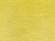 Van de het cementmuur van de close-upoppervlakte de oude gele geschilderde geweven achtergrond Royalty-vrije Stock Fotografie
