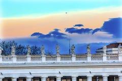 Van de het Dakzonsondergang van heiligenstandbeelden het Dak Vatikaan Rome Italië van Heilige Peter ` s Royalty-vrije Stock Foto