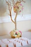 Van de het decorlijst van het huwelijk het plaatsen en de bloemen Stock Afbeeldingen