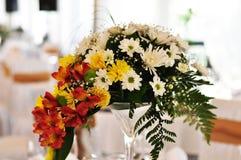 Van de het decorlijst van het huwelijk het plaatsen en de bloemen Stock Foto