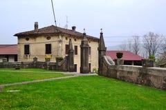 Van de het dorpsmening van Branikslovenië het kasteel Rihenberk Kras van het gebied van Gorica Karst Primorska Royalty-vrije Stock Foto's