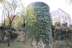 Van de het dorpsmening van Branikslovenië het kasteel Rihenberk Kras van het gebied van Gorica Karst Primorska stock fotografie