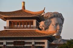 Van de het Eilandenjeugd van Tchang-cha het Oranje standbeeld van Mao Zedong Stock Foto