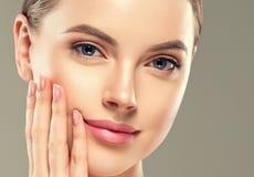 Van de het flard kosmetische vrouwelijke vrouw van het oogmasker het gezichts gezonde huid stock foto