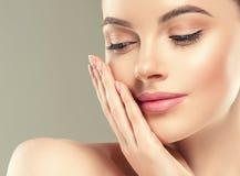 Van de het flard kosmetische vrouwelijke vrouw van het oogmasker het gezichts gezonde huid stock afbeelding