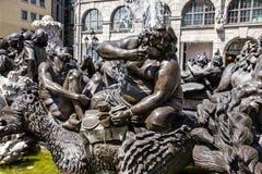 Van de het Huwelijkscarrousel van Nuremberg Ehekarussell de fontein van Brunnen, die één van interpretaties van huwelijk afschild Royalty-vrije Stock Foto