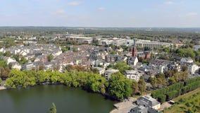 Van de het Kasteelvijver van Duitsland Dusseldorf Benrath Lucht de hommelmening stock videobeelden