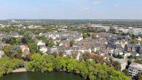 Van de het Kasteelvijver van Duitsland Dusseldorf Benrath Lucht de hommelmening stock footage