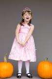 Van de het kindprinses van het meisjesjonge geitje het kostuumpompoenen Halloween Royalty-vrije Stock Afbeeldingen