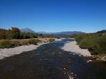 Van de het landschapsrivier van Argentinië Patagonië de bergen Gr bolson stock afbeeldingen