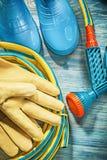 Van de het leerveiligheid van samenstellings rubber waterdichte laarzen de handschoenentuin royalty-vrije stock afbeeldingen