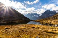 Van de het Meerzonsondergang van bergenalpen de Herfst van Zwitserland stock afbeelding