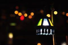 Van de het onduidelijke beeldnadruk van de Bokehnacht van het de langzame snelheidsblind de elektriciteitslicht Royalty-vrije Stock Foto