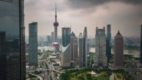 Van de het onweershemel van Shanghai van het het dak hoogste panorama de tijdtijdspanne van de binnenstad China 4k stock videobeelden