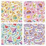 Van de het patroon vectorverjaardag van de verjaardagspartij naadloze van het beeldverhaaljonge geitjes de geboortecake of cupcak stock illustratie