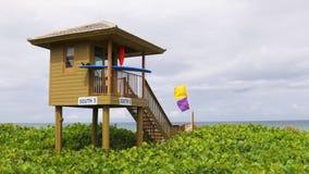 Van de het strand de beroemde badmeester van Miami van de de zomerdag toren 4k Florida de V.S. stock footage