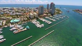 Van de het Strandjachthaven van Miami de luchtvideo stock footage