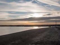 Van de het strandzon van de landschapshorizon vastgestelde de hemel dramatische mooi royalty-vrije stock fotografie