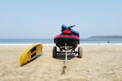 Van de het vlotmotor van de strandboot van de het karretjekust van het het zandwater de golven blauwe overzees stock afbeelding