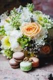 Van de huwelijksboeket en ring vastgestelde details Stock Foto's