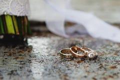 Van de huwelijksboeket en ring vastgestelde details Stock Fotografie