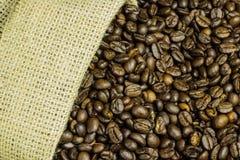 Van de jutezak en koffie bonen Royalty-vrije Stock Foto's