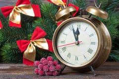 Van de Kerstmisklok en spar takken Stock Afbeelding