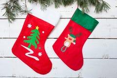 Van de Kerstmiskous en pijnboom takken Stock Foto