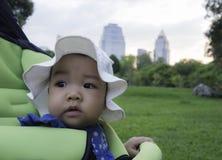 8 van de leuke Aziatische meisjesmaanden oud baby Stock Afbeelding