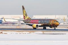 Van de livreiboeing 737-800 van TUI Airlines het speciale Haribo vertrek van het de passagiersvliegtuig D-ATUD bij de Luchthaven  stock afbeelding